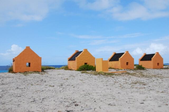 Okergele slavenhuisjes Bonaire