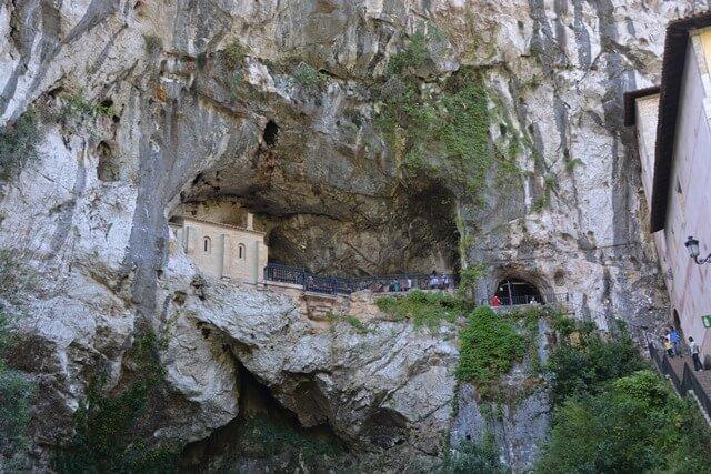 Heilige grotkapel - Asturië, Covadonga, Picos de Europa