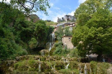 Orbaneja del Castillo en de Ebro Canyon