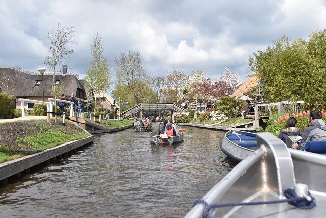 Wat te doen in Giethoorn - Boottocht Giethoorn