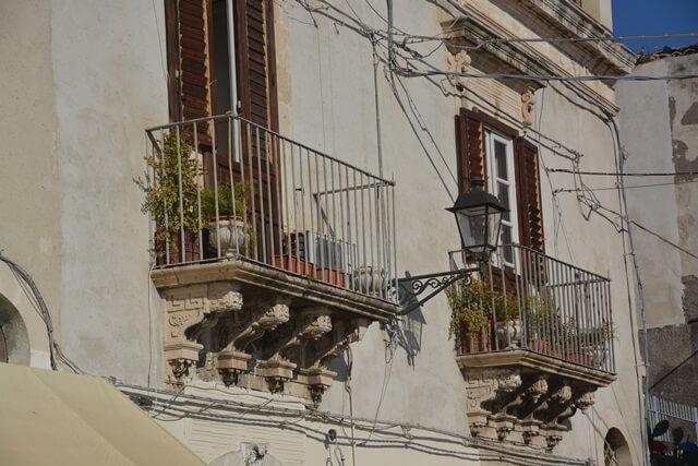 Balkonnetjes Ortigia Siracusa - Sicilië bezienswaardigheden