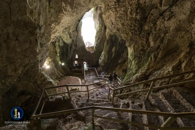 Kasteel van Predjama - het oudste deel - Slovenië