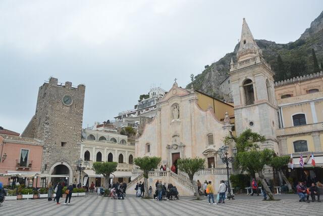 Piazza IX april - Taormina - Sicilië bezienswaardigheden